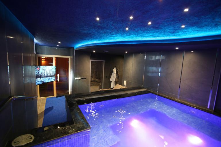 2D VIP Suite&Spa, Merkez