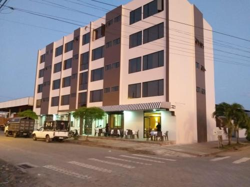Amaron Hotel, Orellana