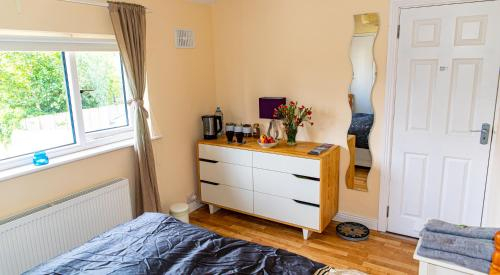 Cosy room close to city centre ans airport,