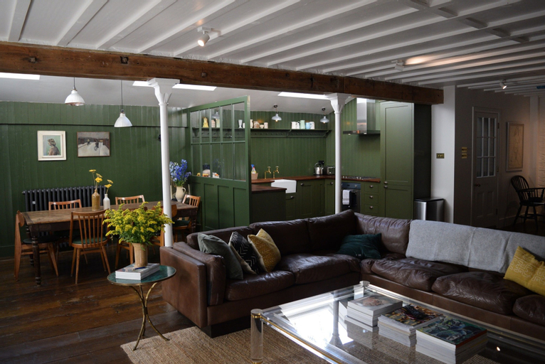 Spacious 2 Bedroom House in Islington, London