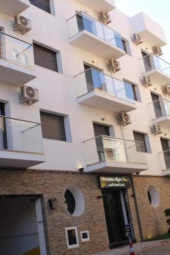 Residence light flash, Ain Turk