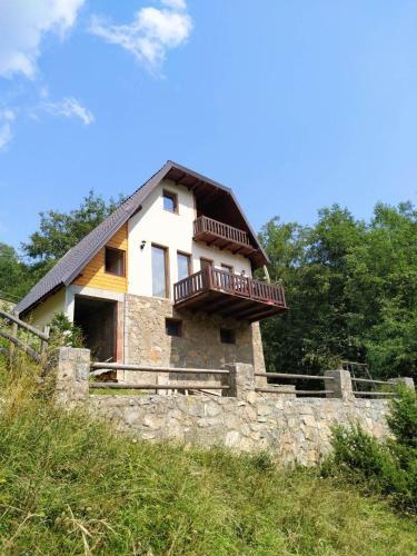 Weekend house, Peć