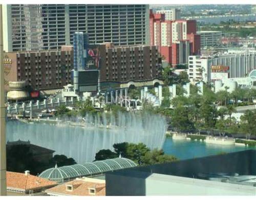 Vdara deluxe suite (Bellagio fountain view) for 4, Clark