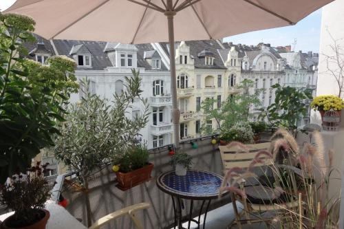 Schone Altbauwohnung mit Balkon, Wiesbaden