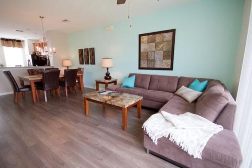 Lovely 3 Bedroom Town Home in Vista Cay Resort, Orange