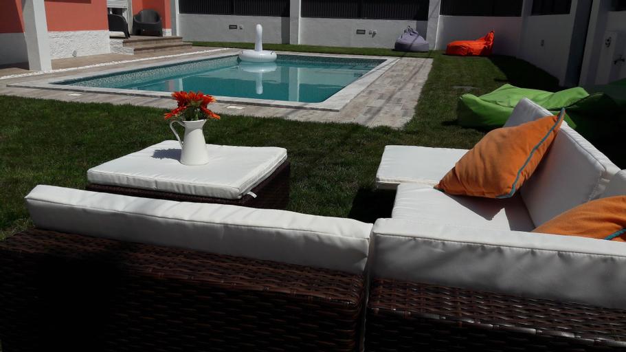 Family Villa Pool & Beach, Almada