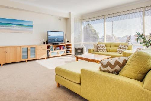 Spacious family living between beach and bush, Manly