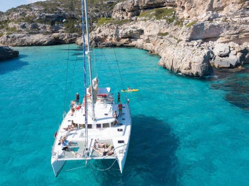44 feet Luxury Catamaran Adventure w/ Skipper,