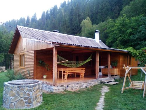 Hutsul Hut, Putyl's'kyi