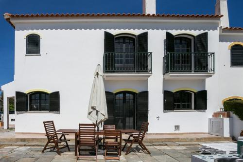 Feels Like Home Altura Sunny House with Terrace, Castro Marim