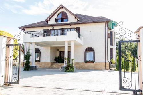 Sarah's Mansion, Bumbesti-jiu
