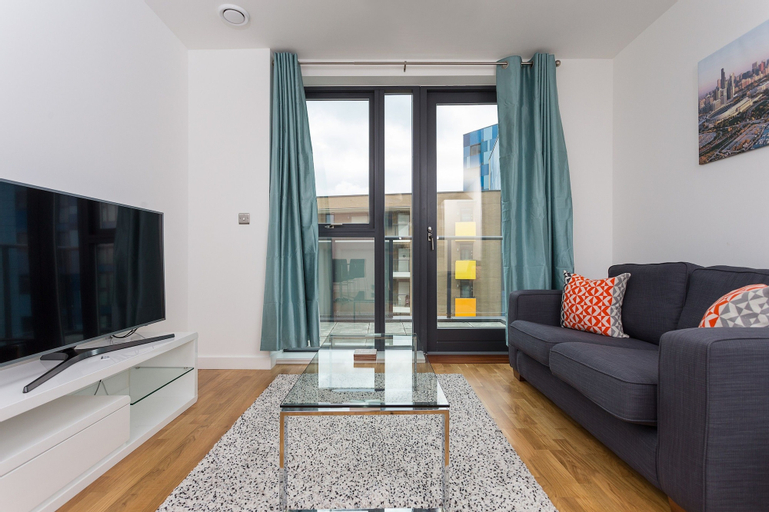 2 Bedroom Flat With Free Wifi, London
