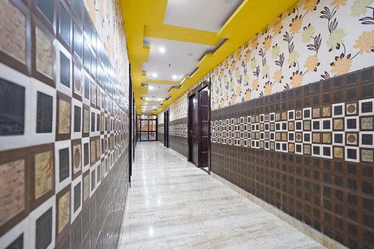 Capital O 49673 Hotel Grand Palace, Hapur