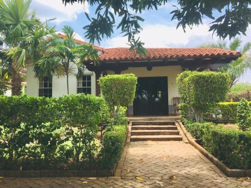 Casa Damian, Villa Carlos Fonseca
