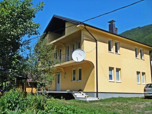 Dedushi Guest house,