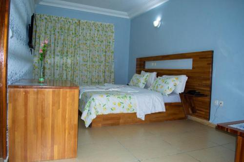 Hotel Lewi, Gbeke
