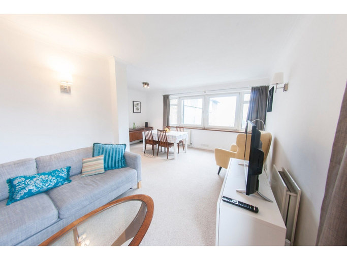 Bright & Airy 2-bedroom Flat for 6 in Blackheath, London