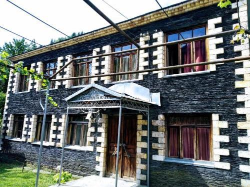 N1 Guesthouse, Lentekhi