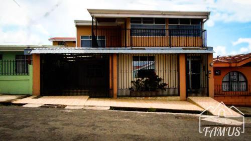 Casa FAMUS, Oreamuno