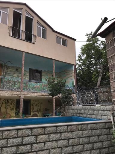 Garni Bread House,