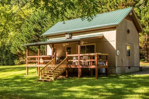 Secluded Creek Front Home W/ Hot Tub - Panther Creek Cabin Cabin, Carroll