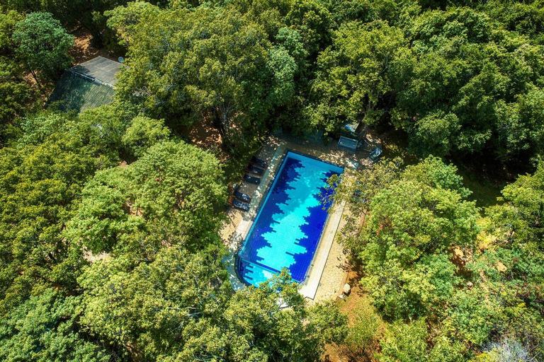 Jays Holiday resort, Hingurakgoda