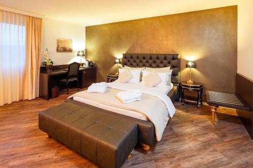 Business Hotel First, Höfe