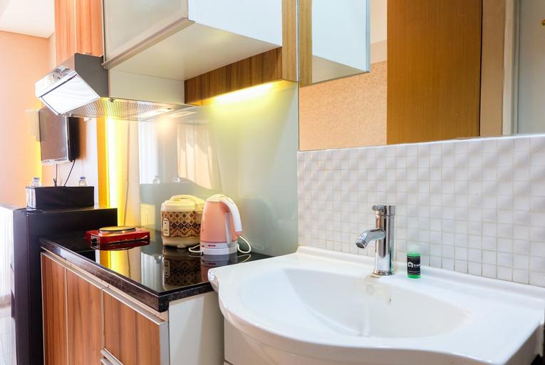 Cozy Studio Green Lake Sunter Apartment By Travelio, North Jakarta