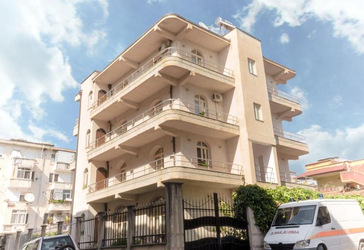 Luckyshine Hostel, Vlorës