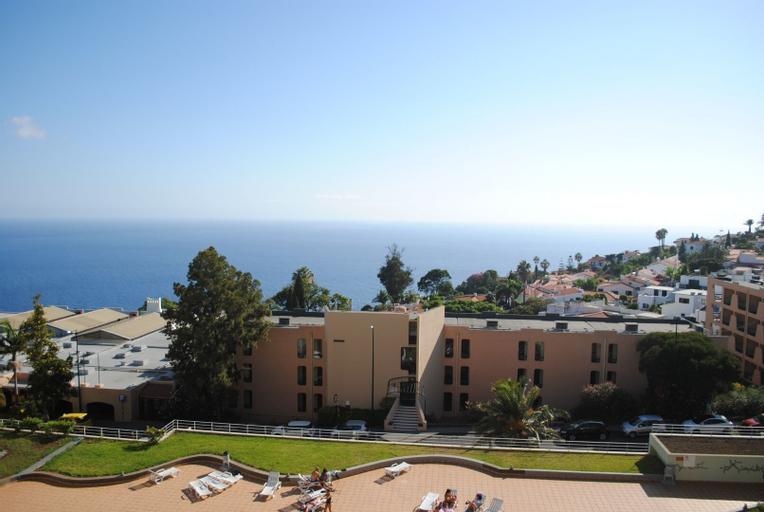 Pia's Place, Santa Cruz