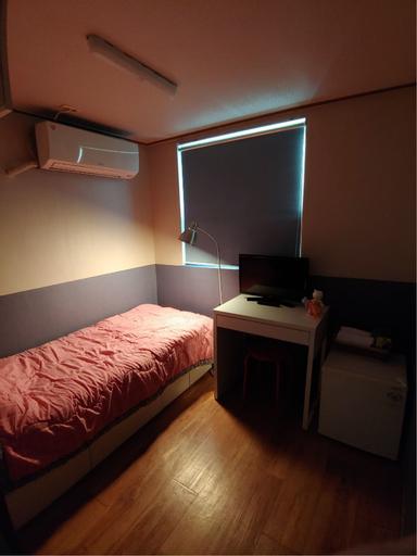 I Sleep Alone Guesthouse, Yeongdeungpo