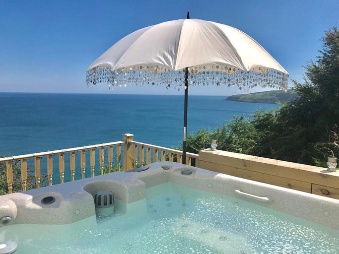 Seascape by Platinum Retreats, Lonan