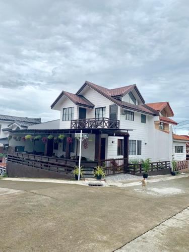 D'Waldz Villa I Tagaytay, Alfonso