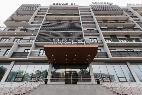Beluga Hotel, Makhambetskiy