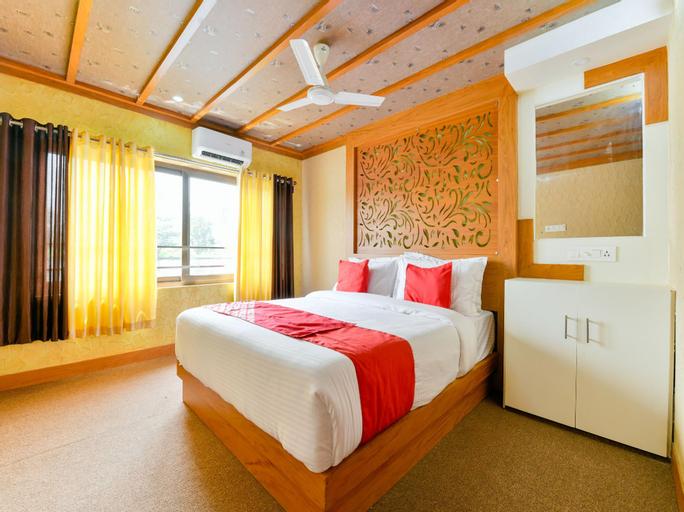 OYO 16838 Big B Houseboat 10 BHK, Alappuzha