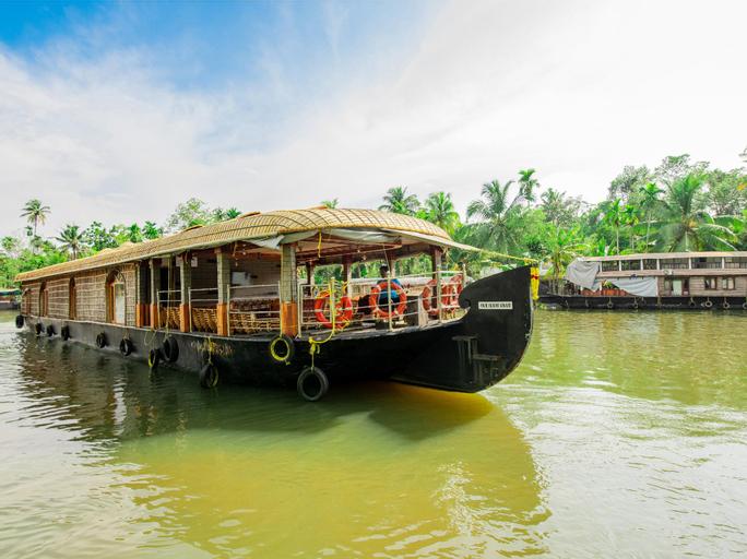 OYO 23104 Houseboat Indraprastham Four Square 4 Bhk, Alappuzha