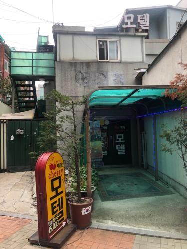 Cherry Motel, Seongbuk