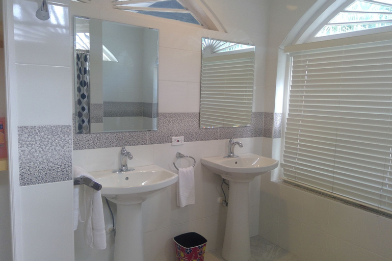 Bermuda Villa Guest House,