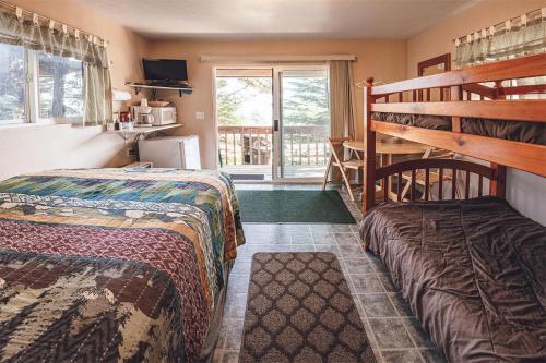 Cabin 2 Lynn View Lodge, Haines
