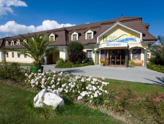 Hetkuti Wellness Hotel es Lovaspark, Mór