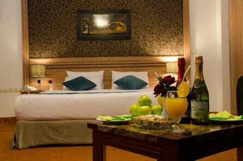 Arg Hotel, Injil