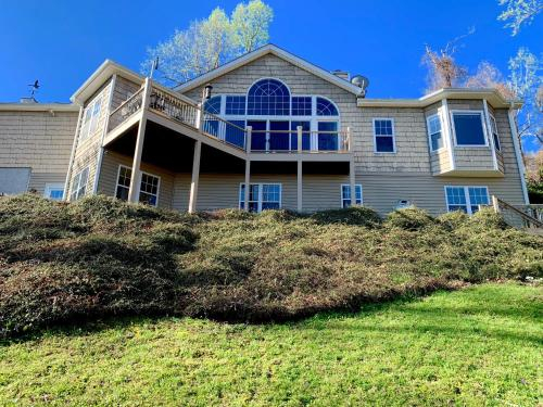 *Luxury Vacation Home* Amazing Blue Ridge Mountain View, Henderson
