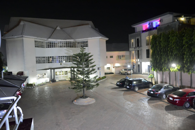 Golphins Suites and Hotels, AwkaSout