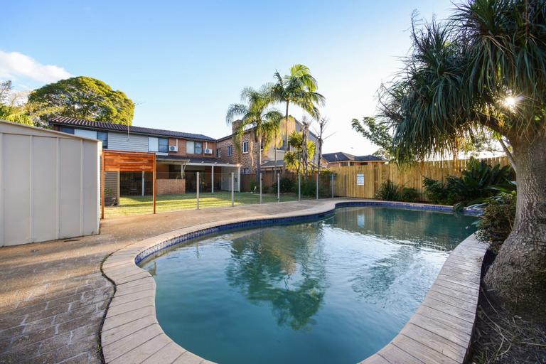 HomeHotel 4 Bedroom & Homeoffice with Nice Pool, Ryde
