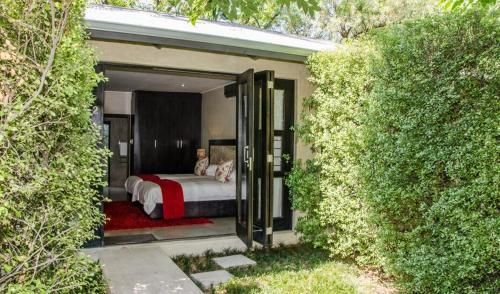 9 on Kromellenboog Guesthouse, Fezile Dabi