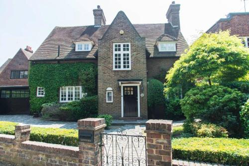 GORGEOUS LUXURY Character Home! With Sauna!, London