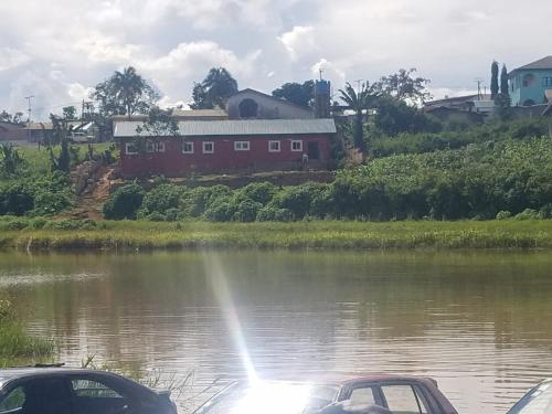 Le Motel du Lac, Mefou et Afamba
