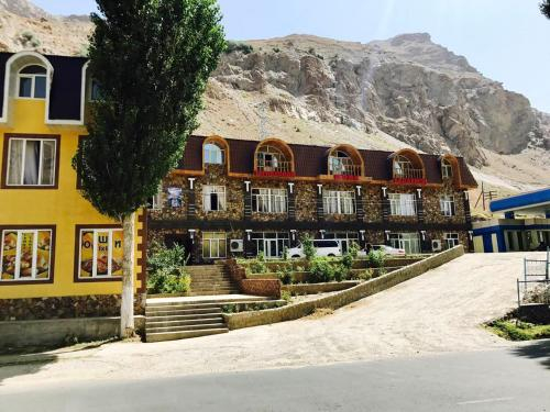 Shomi Badakhshon Hotel, Shughnon