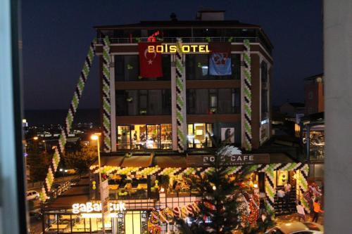 Bois Hotel & Cafe & Restaurant, Merkez