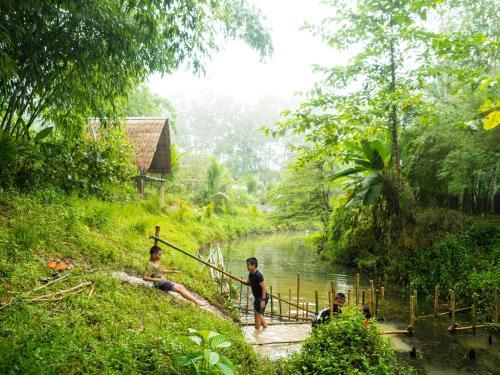 บ้านสวนไผ่นายนนท์ โฮมสเตย์, Huai Yot
